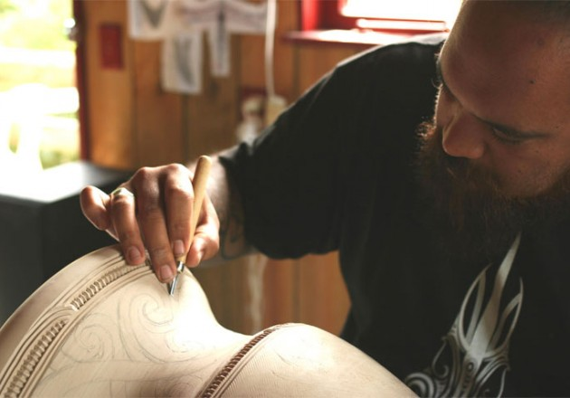 Amorangi carving a bowl